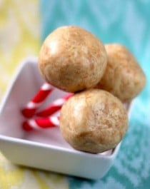 Healthy Peanut Butter Protein Balls recipe (refined sugar free, gluten free, high protein) - Healthy Dessert Recipes at Desserts with Benefits