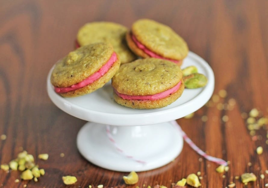 """Healthy Pistachio Macarons with Strawberry """"Buttercream"""" Filling"""