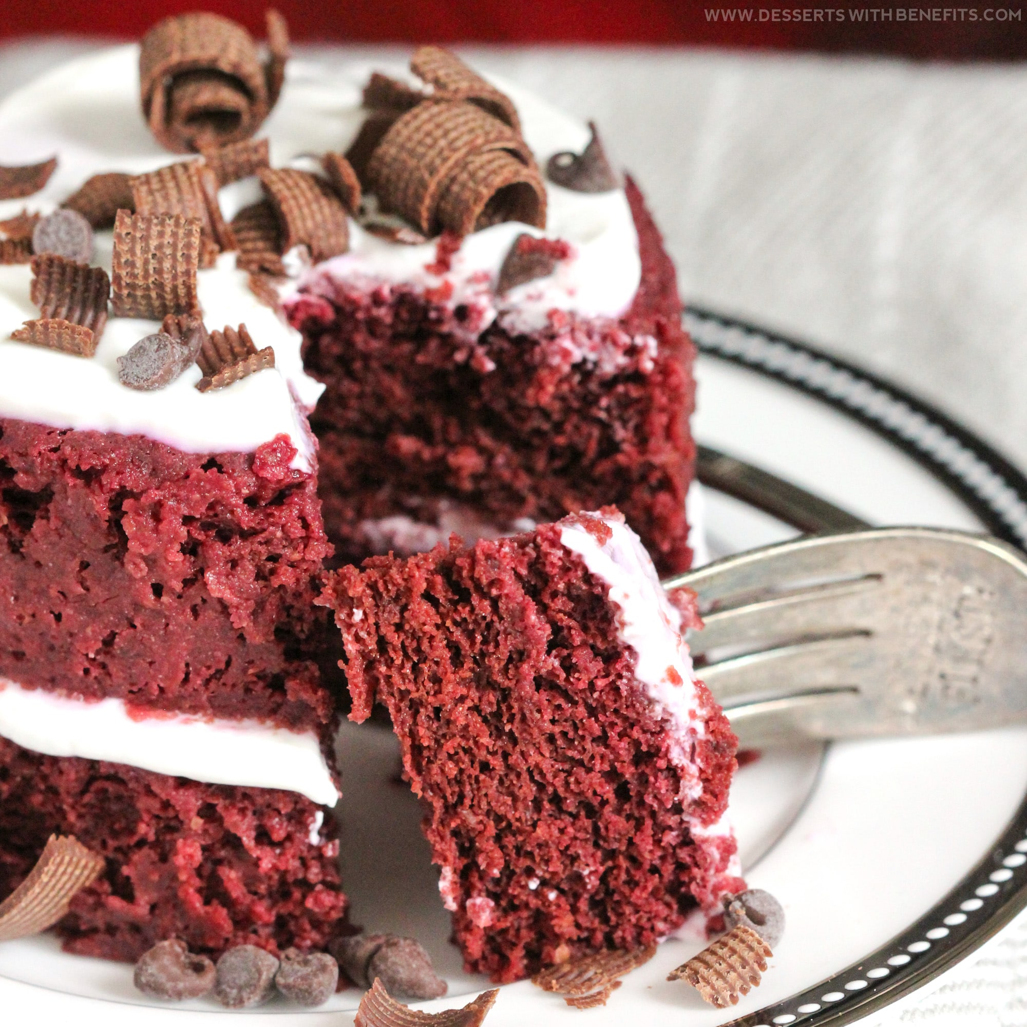 """Healthy Single-Serving Red Velvet Microwave Cake recipe -- soft, fluffy, and sweet, and takes just a few minutes to make and """"bake!"""" (refined sugar free, low fat, high fiber, gluten free, dairy free, vegan, eggless) -- Healthy Dessert Recipes at Desserts with Benefits"""