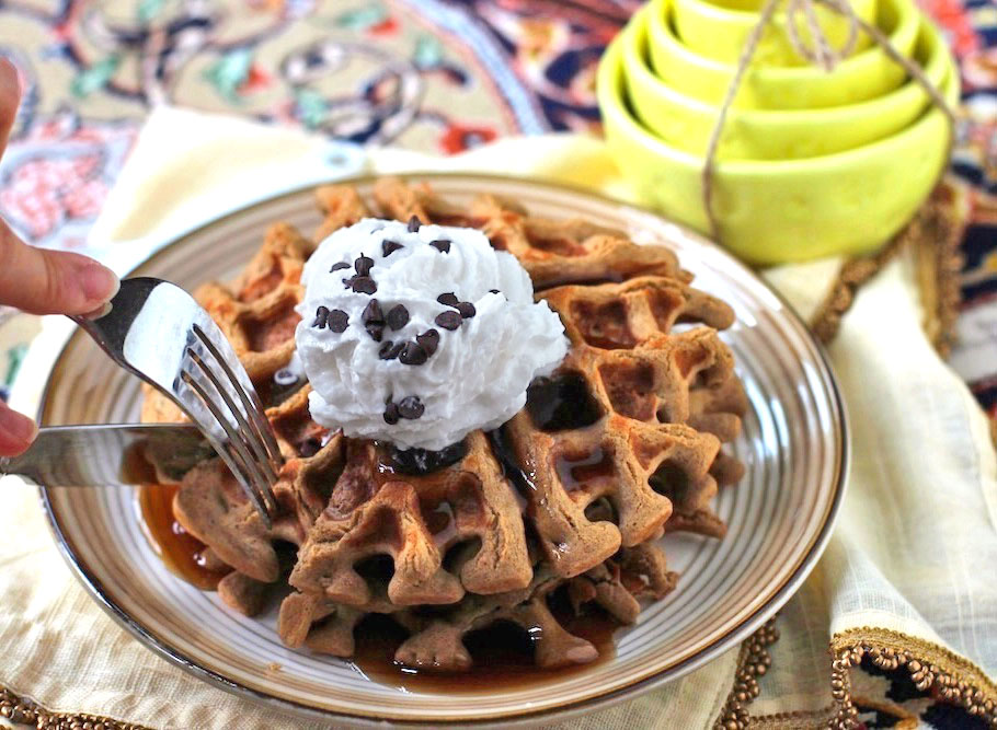 Healthy Quinoa Protein Waffles recipe (refined sugar free, low fat, high protein, gluten free, dairy free) - Healthy Dessert Recipes at Desserts with Benefits