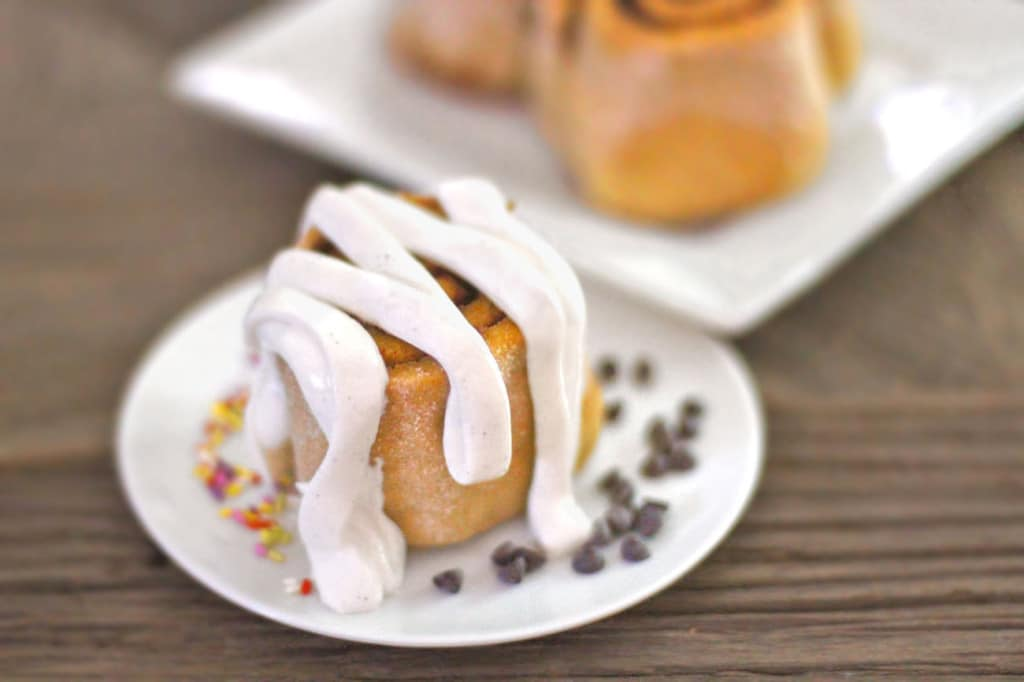 Healthy Low Carb and Gluten Free Cinnamon Rolls - Healthy Dessert Recipes at Desserts with Benefits