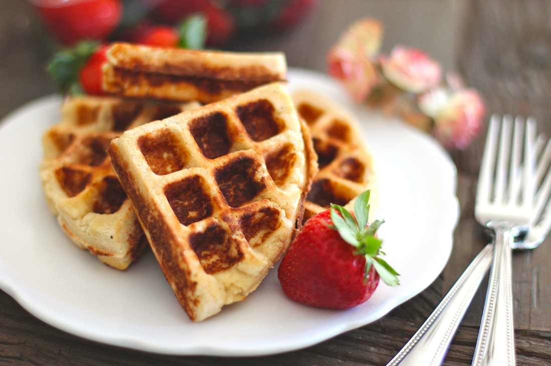 Healthy Low Carb and Gluten Free Waffles [super soft, super moist and super sweet!]