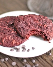 Healthy Red Velvet Cookies (fudgy, gluten free and vegan!) - Healthy Dessert Recipes at Desserts with Benefits
