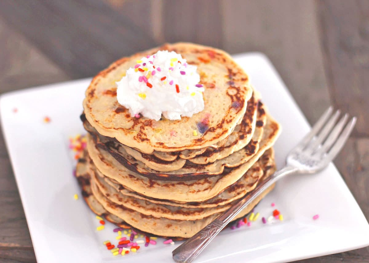 These delicious Funfetti Pancakes are secretly healthy and all natural ...