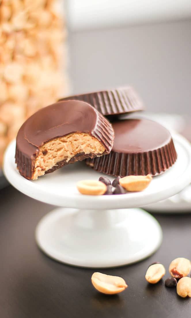 Healthy Homemade Peanut Butter Cups recipe - Healthy Dessert Recipes at the Desserts With Benefits Blog (www.DessertsWithBenefits.com)