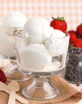 Healthy Vanilla Bean Greek Frozen Yogurt recipe - Healthy Dessert Recipes at Desserts with Benefits