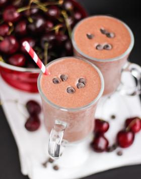 Healthy Black Forest Milkshake (refined sugar free, high protein) - Desserts with Benefits