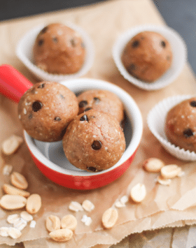 Healthy Healthy Chocolate Chip Peanut Butter Cookie Dough Energy Bites (low sugar, gluten free, vegan) - Desserts with Benefits