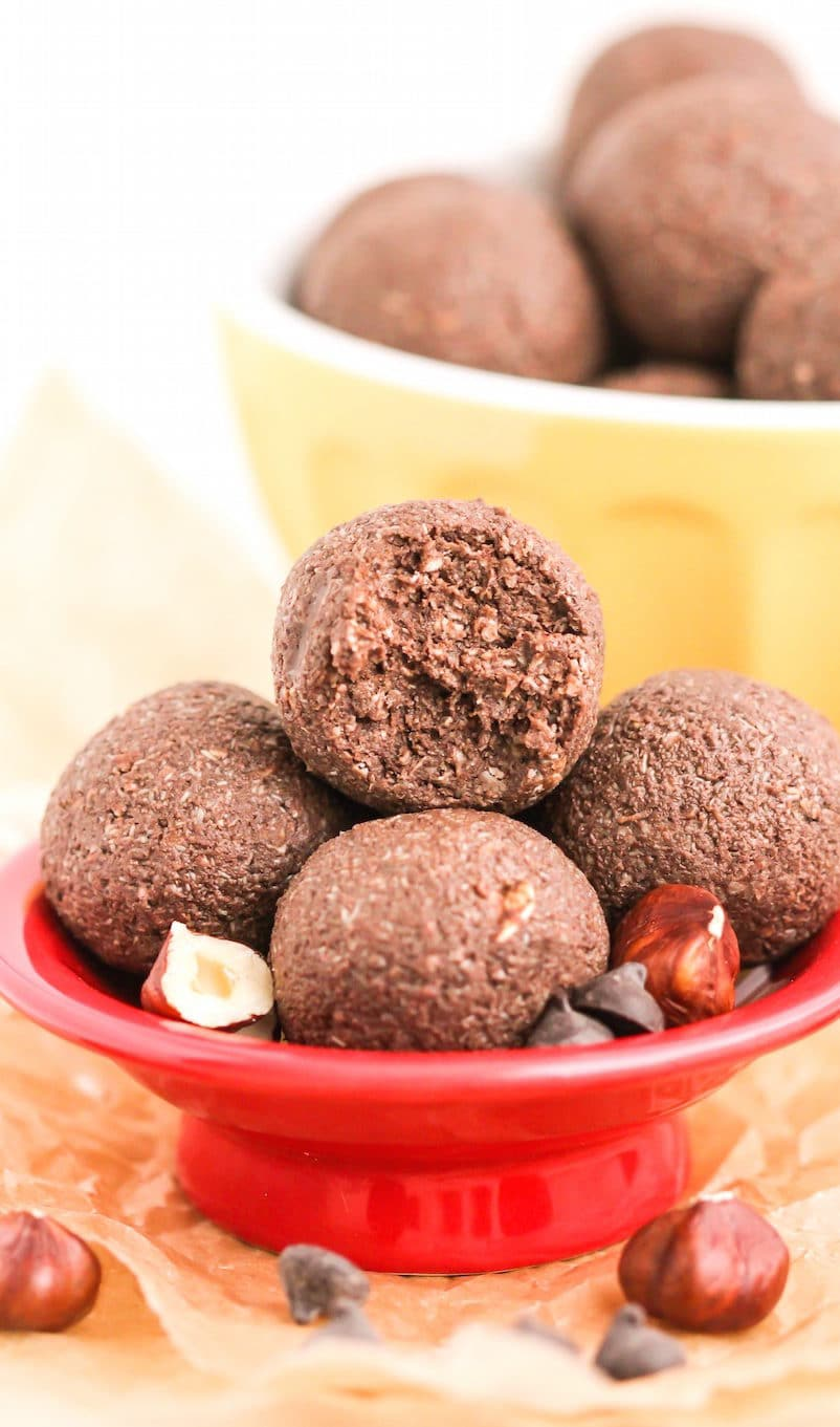 These heathy Nutella Energy Bites have gotallthe flavor of creamy, delicious, chocolatey, and hazelnuttyNutella, but without the excess sugar, artificial ingredients, and preservatives! These no bake bites are sugar free, dairy free, gluten free, vegan, and just 75 calories per piece! You'd NEVER know they're good for you!
