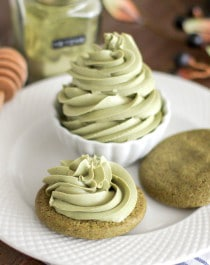 Healthy Matcha Green Tea Cream Cheese Spread (refined sugar free, low carb, gluten free) - Healthy Dessert Recipes at Desserts with Benefits
