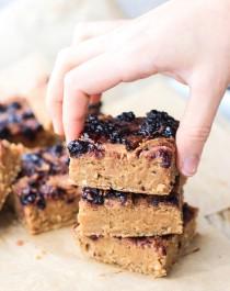 Healthy Peanut Butter & Jelly Blondies (refined sugar free, low fat, high protein, high fiber, gluten free, vegan) - Healthy Dessert Recipes at Desserts with Benefits