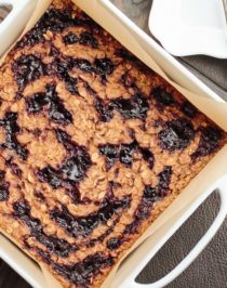 Healthy Peanut Butter and Jelly Baked Oatmeal (refined sugar free, high protein, high fiber, gluten free, vegan) - Healthy Dessert Recipes at Desserts with Benefits