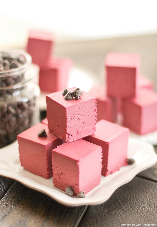 Healthy Raw Red Velvet Fudge (no bake, sugar free, low carb, gluten free, dairy free, vegan) - Healthy Dessert Recipes at Desserts with Benefits