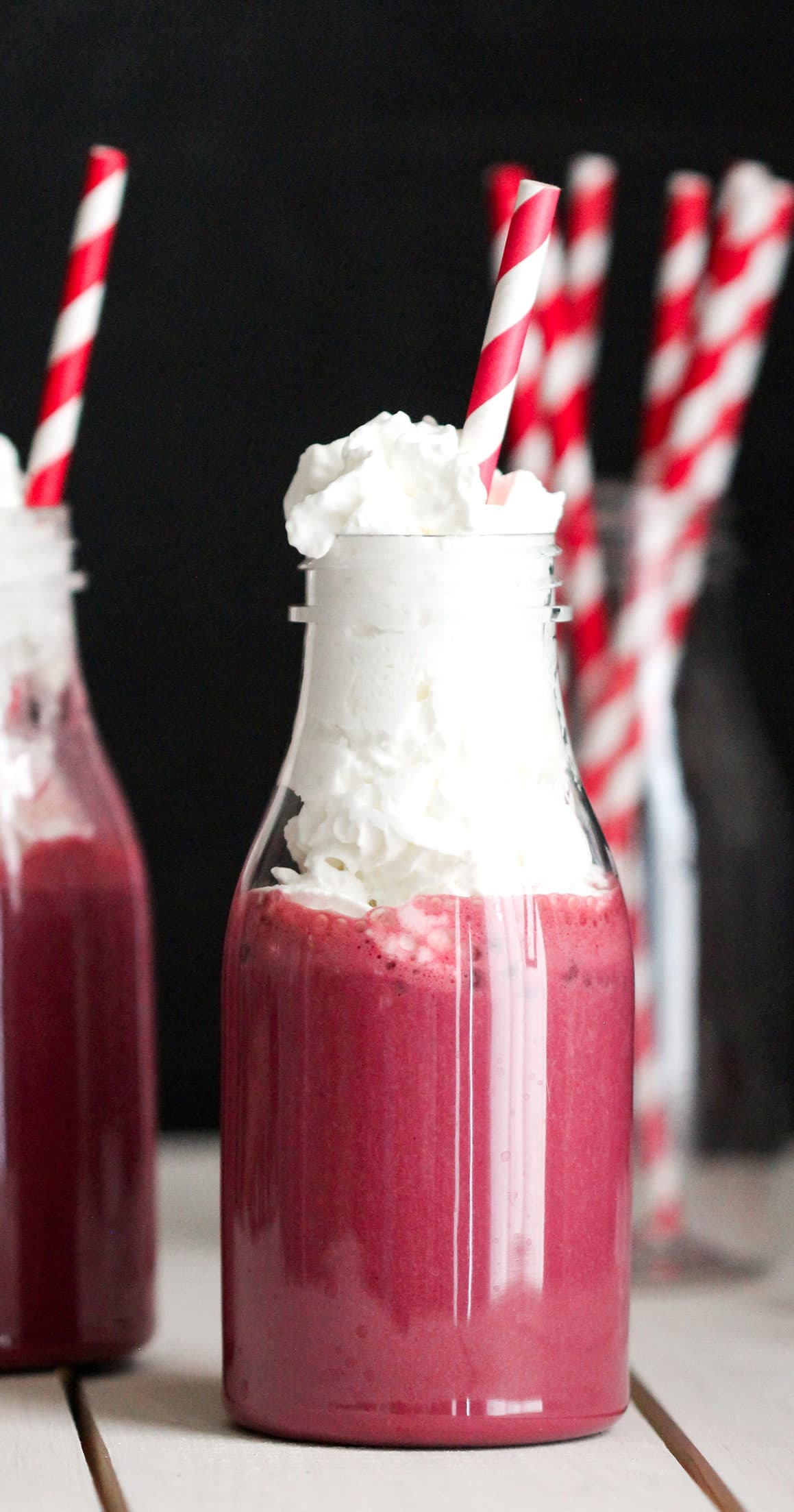 Healthy Red Velvet Smoothie (sugar free, low carb, low fat, high protein, high fiber, gluten free, vegan optional) - Healthy Dessert Recipes at Desserts with Benefits