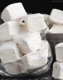 This recipe for Healthy Homemade Marshmallows is SUPER quick and easy, and just 5 simple ingredients! You'd never know that these fluffy marshmallows are all natural, refined sugar free, fat free, eggless, and gluten free -- Healthy Dessert Recipes at Desserts with Benefits
