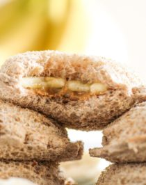 Uncrustables have been made BETTER (and healthier while we're at it)! These Healthy Homemade Peanut Butter Banana Uncrustables are all natural and whole grain with no sugar added. Far better than the original! Healthy Dessert Recipes with low calorie, low fat, high protein, gluten free, and vegan options at the Desserts With Benefits Blog (www.DessertsWithBenefits.com)