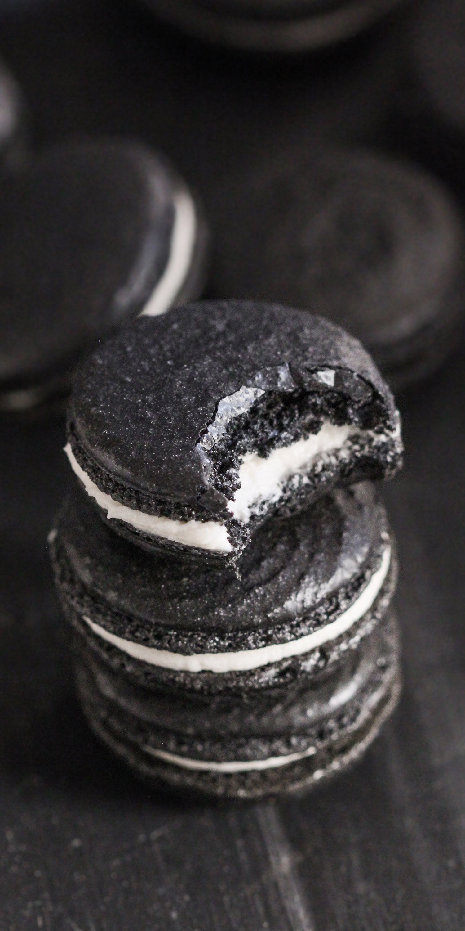 How to make GOTHIC MACARONS infused with chocolate and a secret ingredient! These Healthy Black Velvet French Macarons are just as sweet and delicious as your typical macarons, except these are all natural (no artificial food dyes), low fat, gluten free, and made without the bleached white sugar. PERFECT for Halloween! Healthy Dessert Recipes at the Desserts With Benefits Blog (www.DessertsWithBenefits.com)