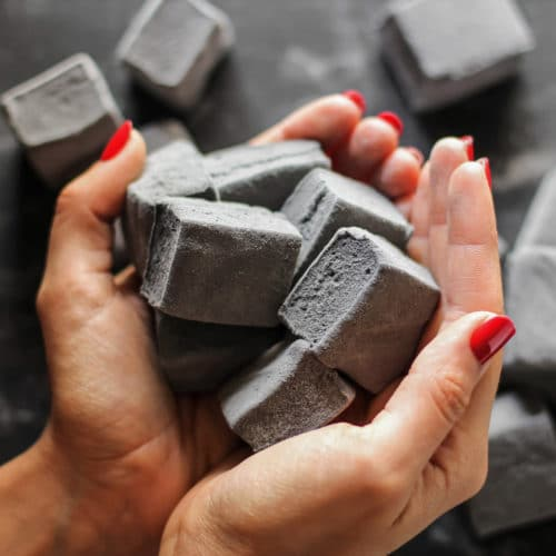 These Healthy Black Velvet Marshmallows are just as sweet and fluffy as regular marshmallows, but they're infused with chocolate and a SECRET INGREDIENT! These homemade marshmallows are naturally sweetened and naturally colored – made without corn syrup and artificial food dye. PERFECT for Halloween! (How to Make Marshmallows) Healthy Dessert Recipes at the Desserts With Benefits Blog