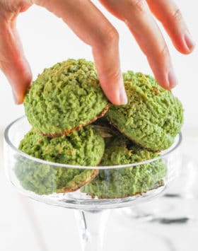 Healthy Matcha Green Tea Coconut Macaroons – heaven in a bite-sized package! They're chewy from the coconut, have a deep, sophisticated matcha flavor, and are perfectly sweet. You'd never know they're sugar free, low carb, gluten free, AND dairy free. And just 90 calories! Healthy Dessert Recipes at the Desserts With Benefits Blog (www.DessertsWithBenefits.com)