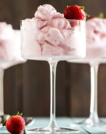 This Healthy Strawberry Protein Fluff is like a mixture between ice cream, whipped cream, and a cloud. So fluffy and voluminous with only 65 calories per serving. It's refined sugar free, low fat, high protein, and eggless too. Healthy Dessert Recipes with sugar free, low calorie, low carb, gluten free, dairy free, and vegan options at the Desserts With Benefits Blog (www.DessertsWithBenefits.com)