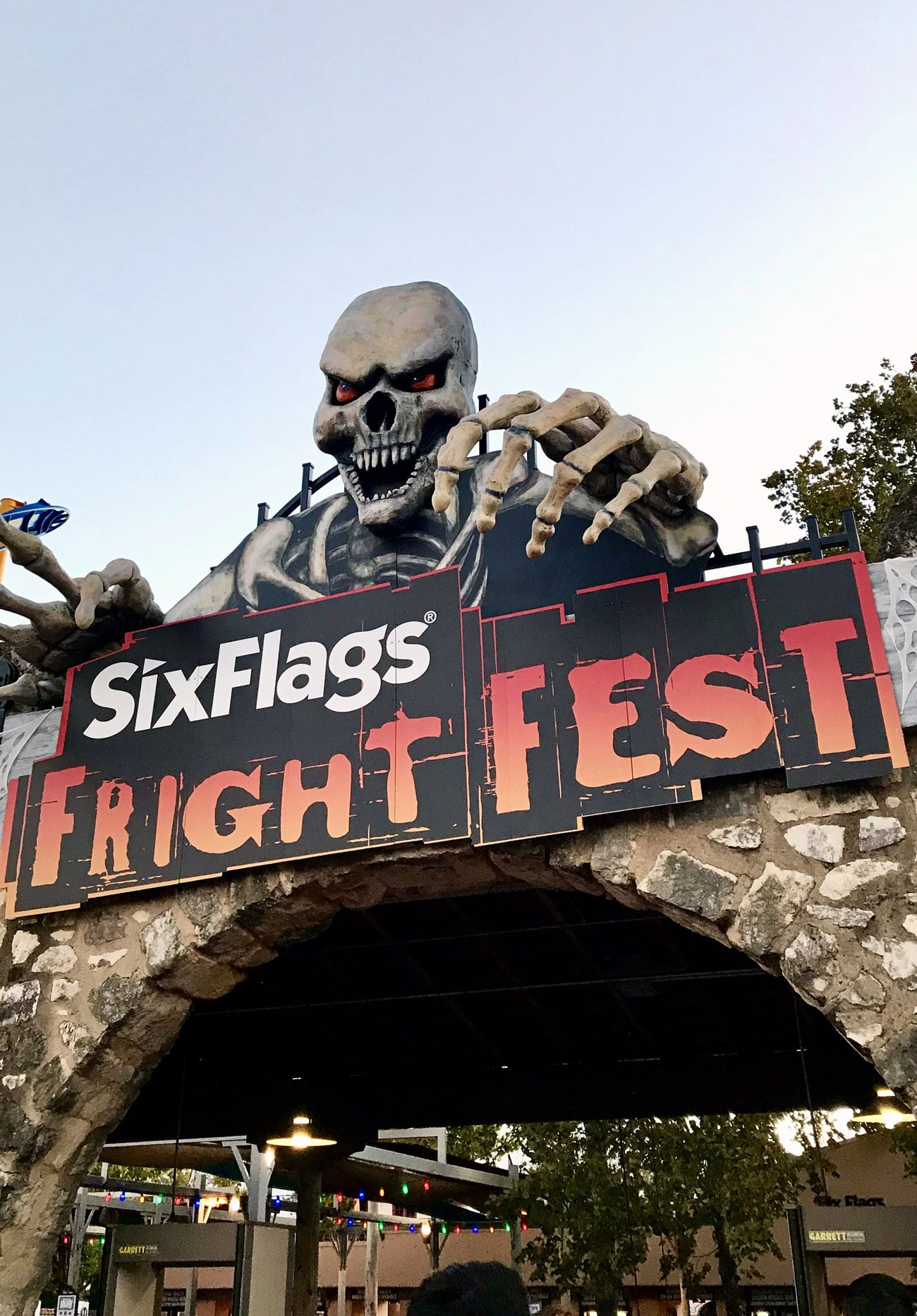 """Traveling to San Antonio, Texas? Or maybe you already live there and are looking for something fun and fresh to do?I ordered the """"San Antonio Explorer Pass"""" via TripAdvisor and got to visit Six Flags, the Guinness World Records Museum, and Ripley's Haunted Adventure!"""